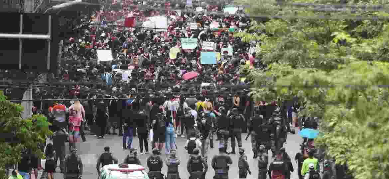 Manifestantes fazem protesto contra o racismo e a favor da democracia em Manaus (AM) - DMAR BARROS/FUTURA PRESS/ESTADÃO CONTEÚDO