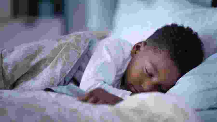 Menino dormindo - Getty Imagens