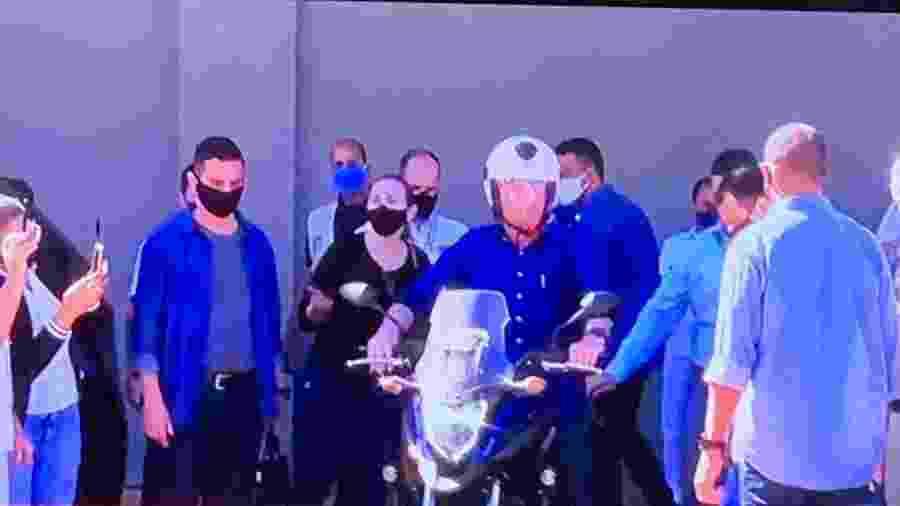 No fim de semana, Bolsonaro saiu de moto do Palácio da Alvorada - Reprodução/CNN