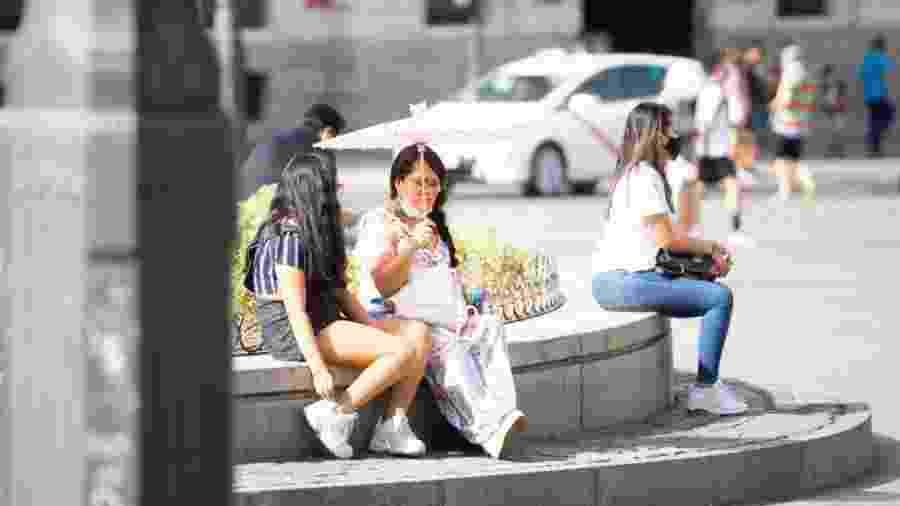 Primeiro dia do uso obrigatório de máscaras em Madri, na Espanha - Jon Imanol Reino/NurPhoto via Getty Images