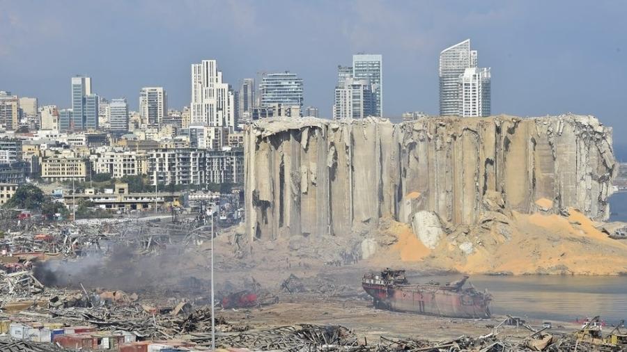 Explosão devastou área portuária de Beirute - EPA
