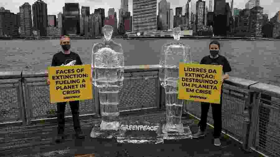 Ativistas do Greenpeace protestam contra a política de defesa do meio ambiente dos presidentes dos Estados Unidos e do Brasil - Carlo Allegri/Reuters