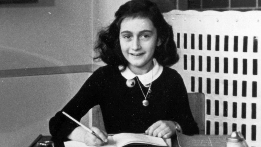 Anne Frank em 1940, em Amsterdã, Holanda, em imagem de autoria desconhecida - Collectie Anne Frank Stichting Amsterdam