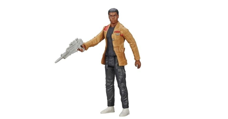 """Boneco do personagem Finn Jakku, de """"Star Wars: O Despertar da Força"""", fabricado pela Hasbro. No site da PB Kids, está à venda por R$ 59,99"""