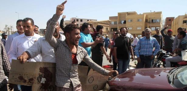 Egípcios protestam em local onde policial matou vendedor de chá, no Cairo