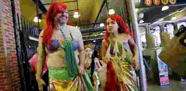 18.jun.2016 - Nova-iorquinos participam da Parada da Sereia, em Nova York - Eduardo Munoz/Reuters - Eduardo Munoz/Reuters