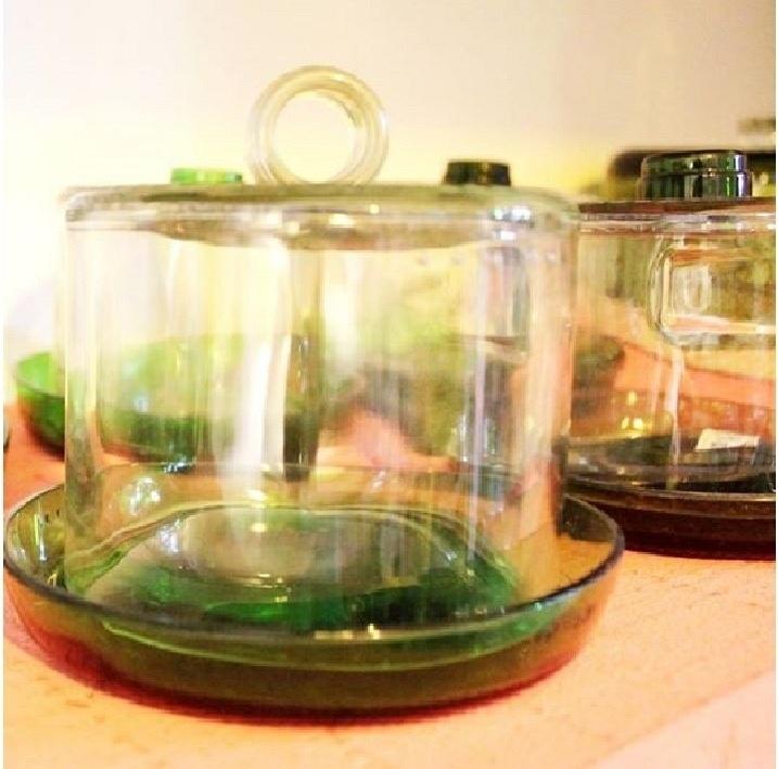 Queijeira feita com garrafa de vidro pela empresa Casa do Vidro, arrendada pela ong Associação Amigos do Rio Formoso de Bonito (MS)