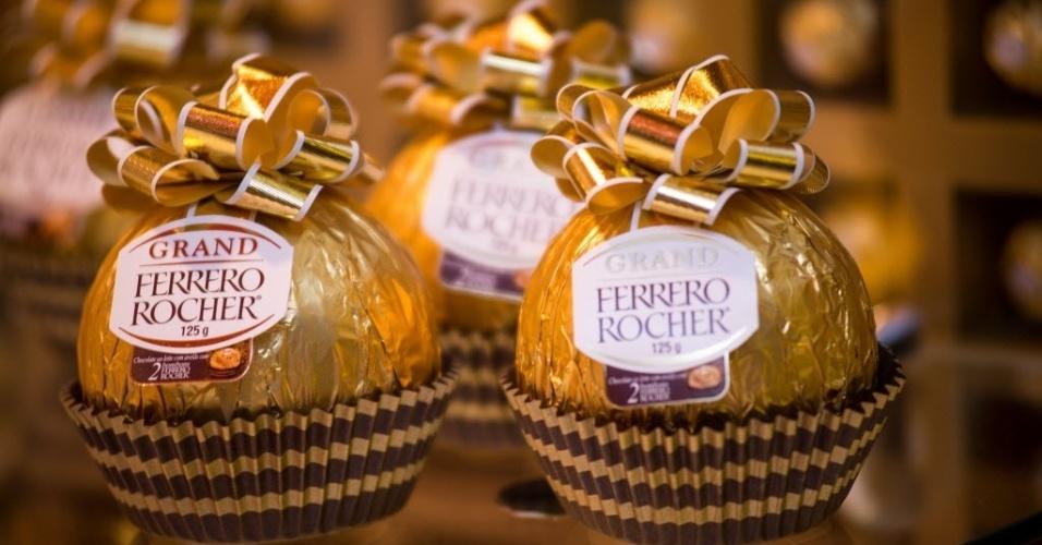 A Ferrero Rocher traz ao Brasil o miniovo em formato de bombom, com 125g. O produto, que vem com dois bombons no recheio, já é vendido na Europa, segundo a empresa. O preço sugerido é de R$ 30