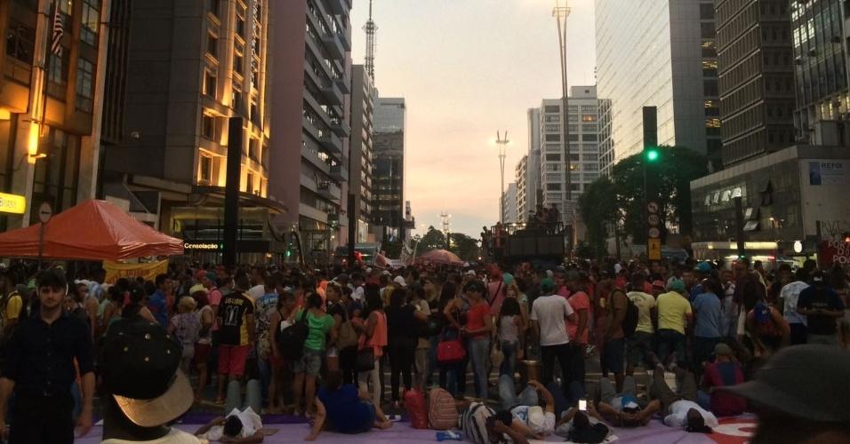 15.fev.2017 - Participantes da manifestação da Frente Povo Sem Medo montaram um acampamento em frente ao prédio onde fica o escritório da Presidência da República na cidade de São Paulo