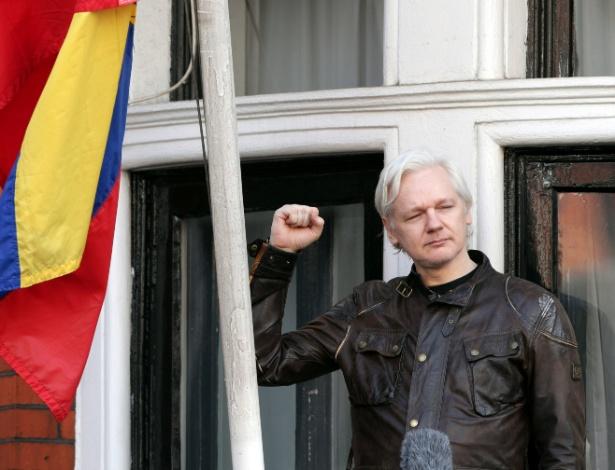 O fundador do WikiLeaks, Julian Assange, na sacada da Embaixada do Equador em Londres - Xinhua/Yui Mok/PA Wire/Zumapress