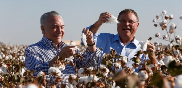 Antes do evento, Temer e o ministro da Agricultura, Blairo Maggi, participam da abertura da colheita do algodão