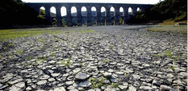 A seca de 10 meses secou este lago próximo a Istambul
