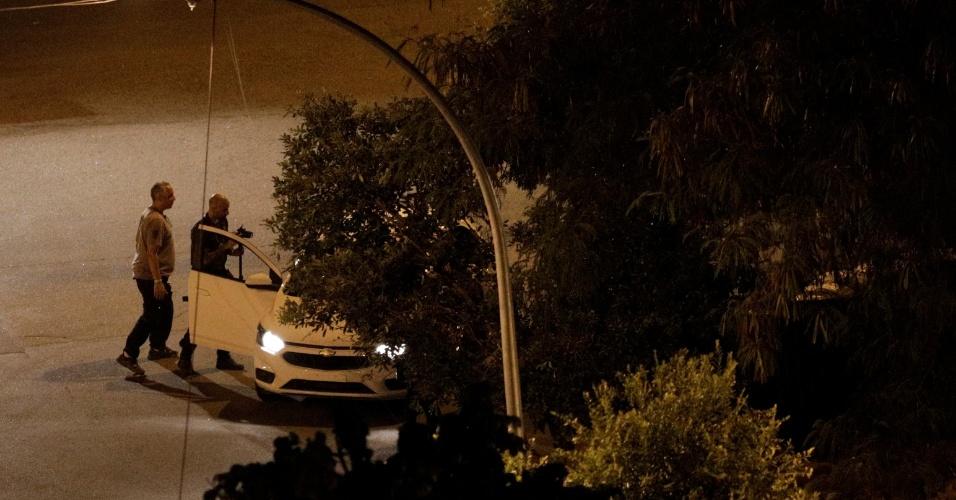 11.mai.2015 - Peritos da Polícia Civil do Rio de Janeiro acompanharam, fotografaram e filmaram toda a reconstituição