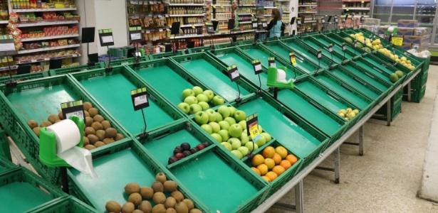Falta produtos em supermercado em Santos (SP) - Marco Silva/Futura Press/Estadão Conteúdo