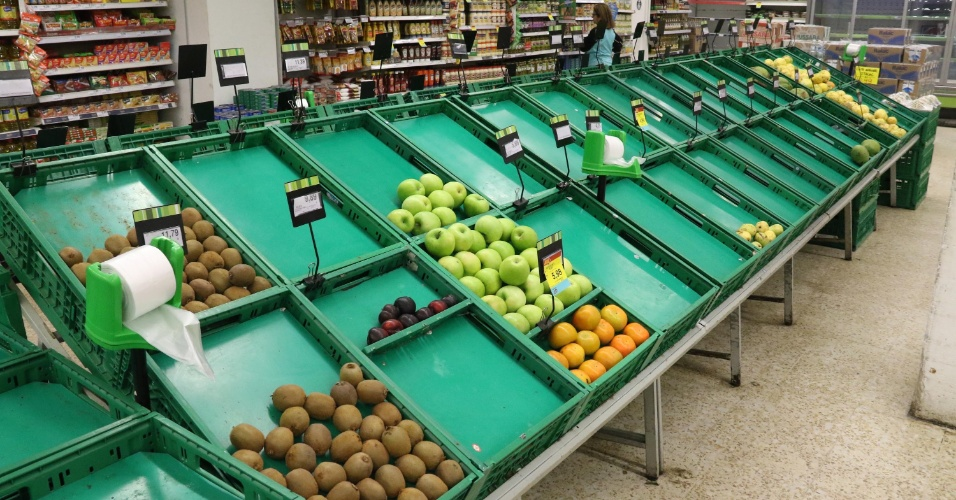 27.mai.2018 - Falta produtos em feiras e supermercados na cidade de Santos (SP), por causa da greve dos caminhoneiros