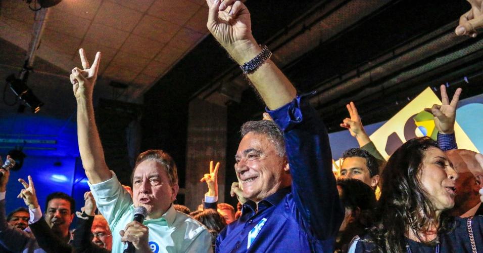4.ago.2018 -  Ao lado de Paulo Rabello de Castro (PSC), o senador Alvaro Dias participa de convenção do Podemos no Ginásio do Paraná Clube em Curitiba (PR), neste sábado (04), para o lançamento de sua candidatura à Presidência da República