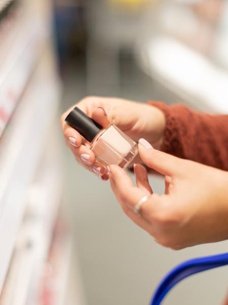No mundo dos cosméticos, as amostras grátis são o quarto maior influenciador para a compra - iStockphoto