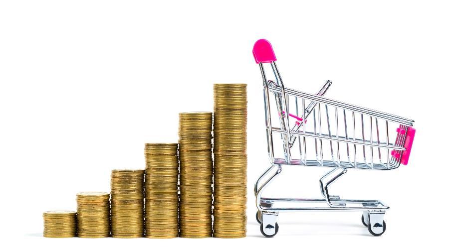 Inflação sobe mais que a renda, e famílias precisam cortar gastos para economizar - Getty Images/iStockphoto