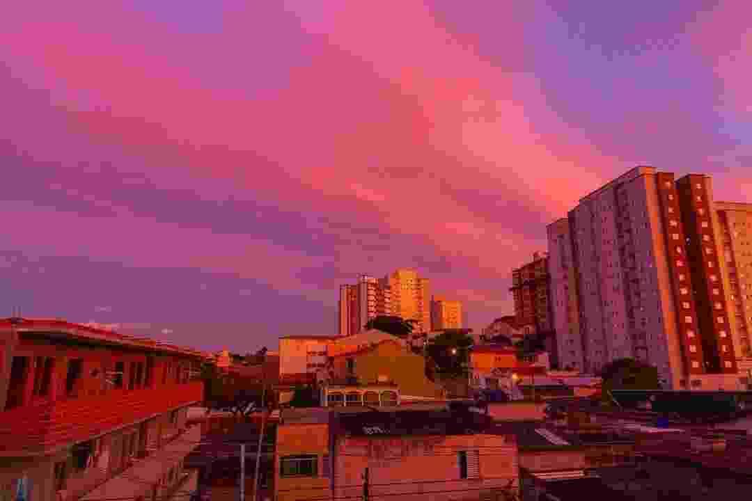 Céu avermelhado visto em Diadema (SP) - Reprodução/Instagram - @leoacevedobr