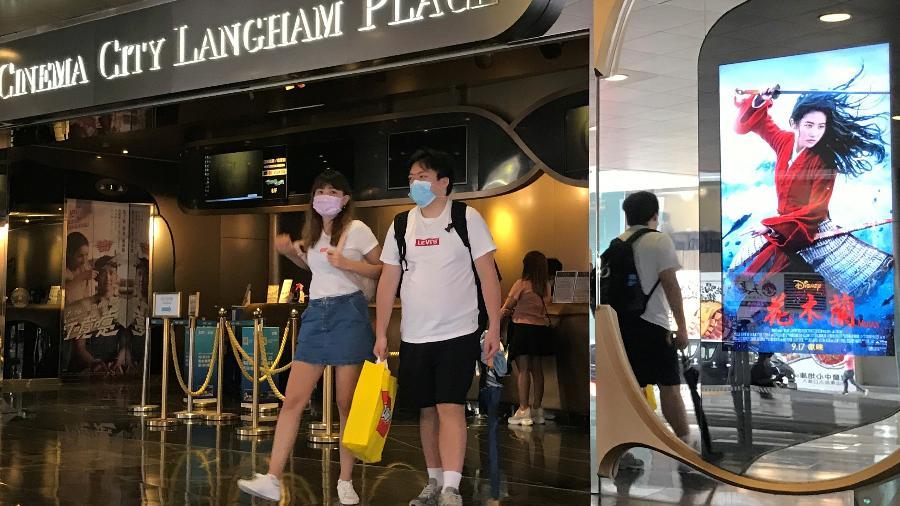 Hong Kong é um dos poucos territórios do mundo que dispõem de doses suficientes para toda sua população, que ainda resiste a se imunizar - ALEKSANDER SOLUM
