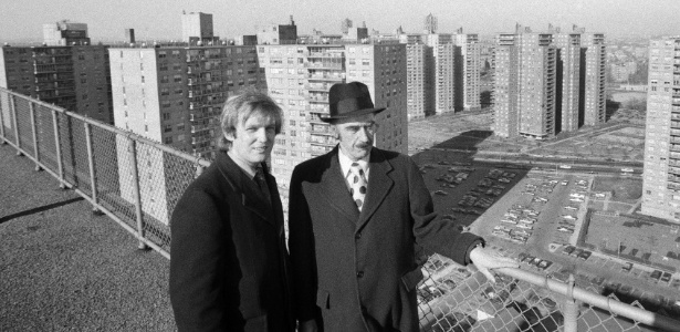 11.jan.1973 - Ao longo de sete décadas de construção de casas e edifícios por todo o Brooklyn e Queens, Fred Trump (direita) ganhou a reputação de um empreendedor meticuloso - Barton Silverman/The New York Times