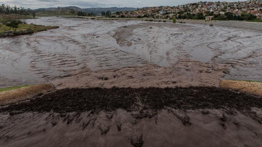 23.nov.2015 - Barragem de rejeitos Pontal, localizada ao lado do bairro Bela Vista, em Itabira (MG) - Avener Prado/Folhapress