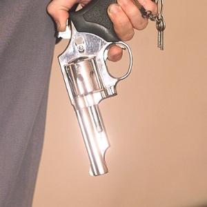 Assalto, arma, revólver, violência