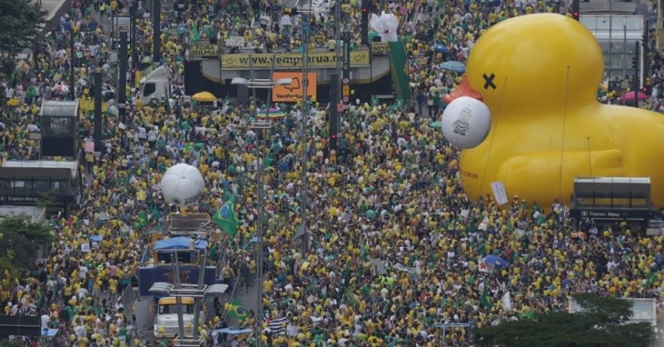 13.mar.2016 - Manifestantes protestam na avenida Paulista, em São Paulo, contra o governo de Dilma Rousseff (PT). Os manifestantes pedem o impeachment de Dilma e a prisão do ex-presidente Luiz Inácio Lula da Silva, investigado pela Operação Lava Jato
