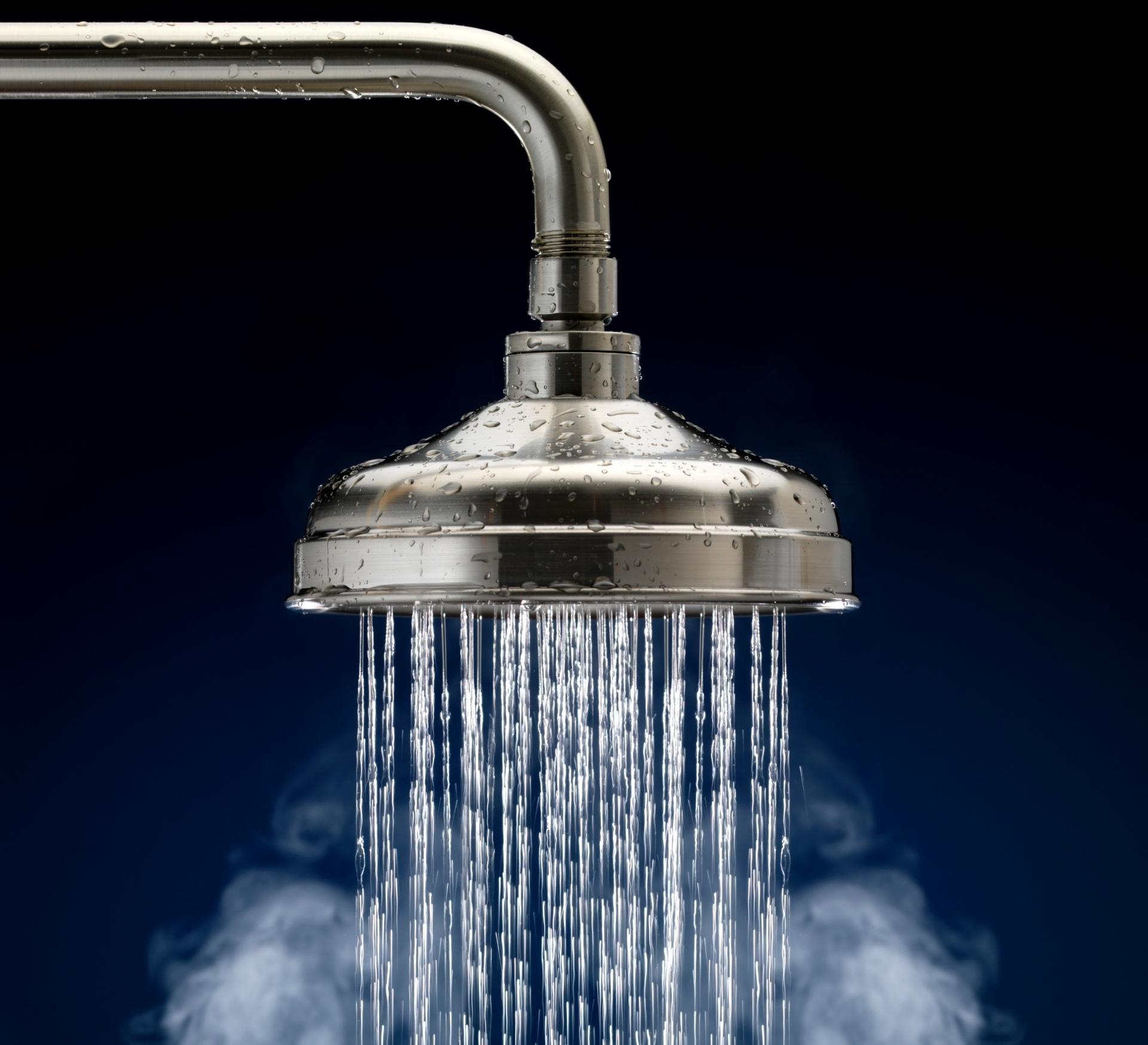 6.mai.2016 - Água quente/ Chuveiro