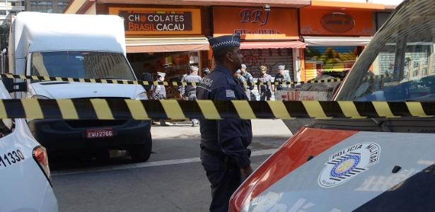 Um homem armado fez uma funcionária refém durante um assalto na loja de chocolates Brasil Cacau na avenida Paulista