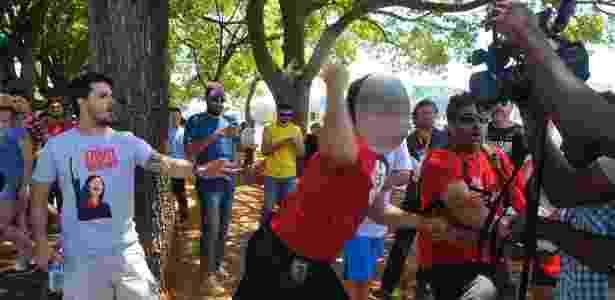 Confusão entre grupo que protestava contra Temer e defensores da intervenção militar - Minervino Junior/Correio Braziliense