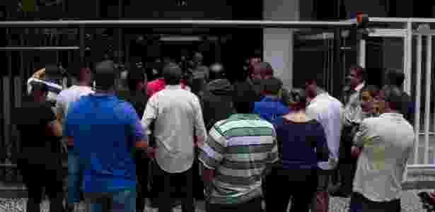 Durante a prisão de Sérgio Cabral, muitas pessoas se reuniram na porta do edifício do ex-governador - Kevin David/A7 Press/Estadão Conteúdo - Kevin David/A7 Press/Estadão Conteúdo
