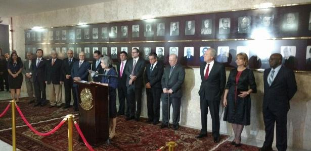 07.jun.2017 - Presidente do STF, Cármen Lúcia, comanda solenidade de homenagem aos ex-presidentes da Corte Joaquim Barbosa (d) e Ricardo Lewandowski (terceiro à direita)