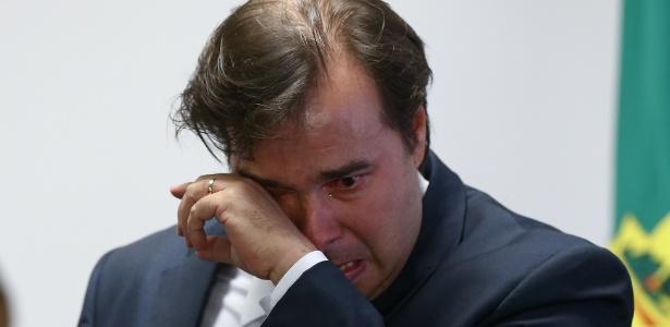 Resultado de imagem para Rodrigo maia chora ao assinar