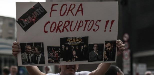 3.dez.2017 - Manifestação de apoio à operação Lava Jato, em São Paulo, e contra políticos acusados de corrupção