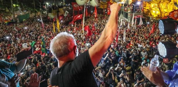 Lula participa de ato na praça da República, em SP, após ter sido condenado pelo TRF-4