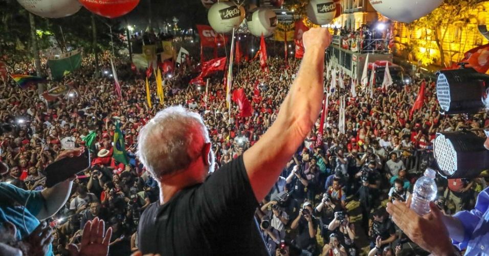24.jan.2018 - O ex-presidente Lula participa de ato na praça da República, em São Paulo, após ser condenado pelo TRF