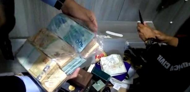Resultado de imagem para Bispo e padres são presos acusados de desviar R$ 1 milhão  em goais