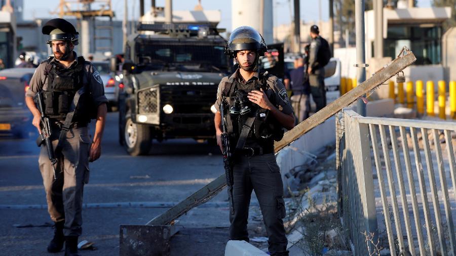 Guardas israelenses patrulham perto de Kalandia, entre Jerusalém e a Cisjordânia ocupada, em 2019 - Mohamad Torokman/Reuters