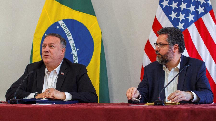 Secretário de Estado dos EUA, Mike Pompeo, ao lado do ministro das Relações Exteriores, Ermesto Araújo, em Boa Vista -