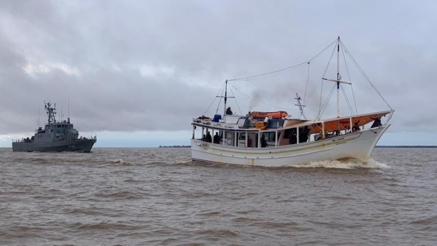 A operação foi realizada por unidades navais e aéreas no dia 13 de abril em águas pertencentes ao estado do Amapá  - Marinha do Brasil
