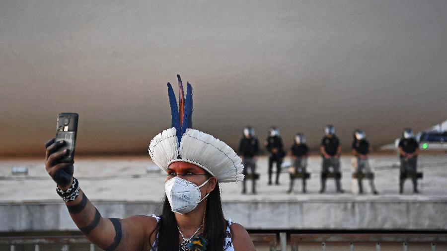 Governo pediu ao STF que mandasse adiarem os protestos, mas o ministro Luís Roberto Barroso negou - CARL DE SOUZA/AFP