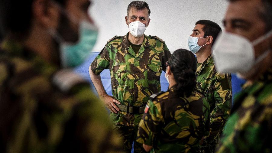 11.set.2021 - O Vice-Almirante Henrique Gouveia e Melo e outros militares da operação de vacinação reúnem-se no posto de vacinação contra covid-19 em Lisboa - Patricia de Melo Moreira/AFP