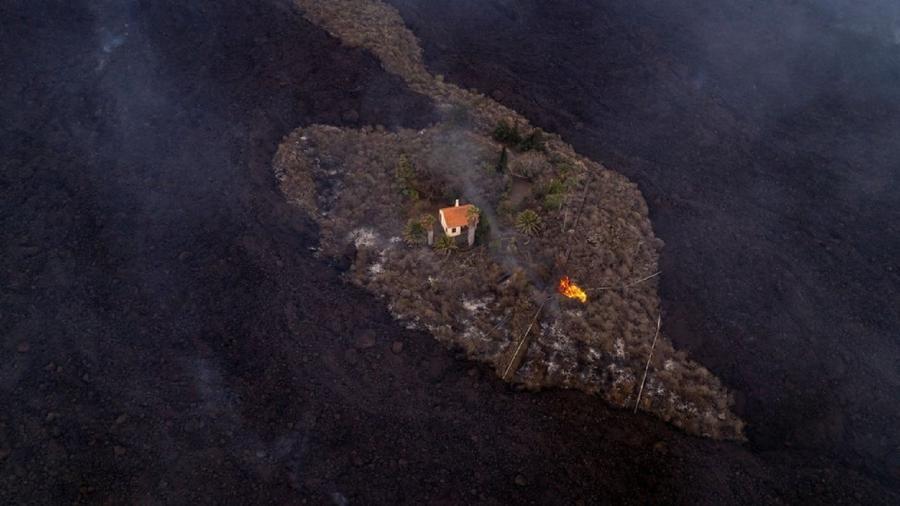 """A residência está sendo chamada de """"casa milagrosa"""" por ter escapado da lava do vulcão - Alfonso Escalero"""