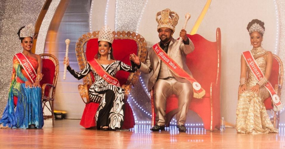 19.dez.2015 - Corte do carnaval de 2016 de São Paulo é eleita em festa nesta madrugada