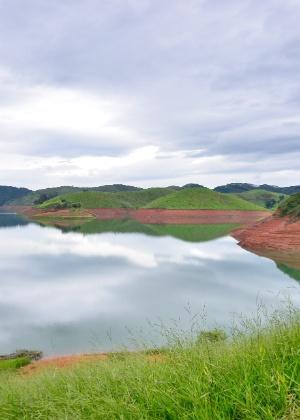 Represa do Jaguari, no sistema Cantareira, em 30 de dezembro de 2015