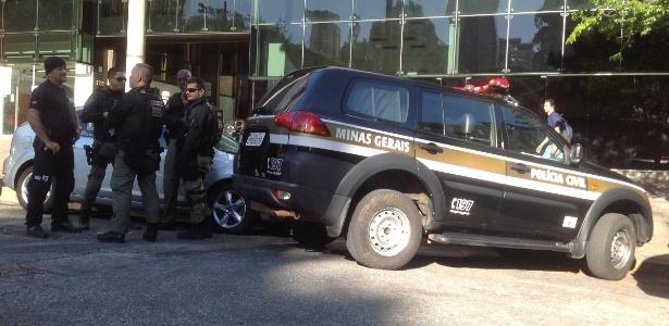 Policias civis cumprem mandados de busca e apreensão na sede da Samarco, em BH