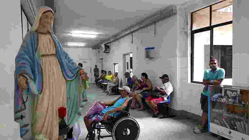 1.mar.2016 - Movimentação no hospital Barão de Lucena, em Recife (PE). A unidade é a principal maternidade de Pernambuco, referência em atendimento e partos de alto risco. Foi de lá que saiu o primeiro comunicado oficial, enviado à Secretaria Estadual de Saúde, sobre um aumento inesperado de casos de microcefalia - Beto Macário/ UOL