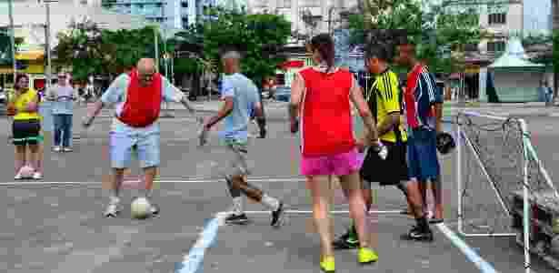 Suplicy joga bola - Rovena Rosa/Agência Brasil - Rovena Rosa/Agência Brasil