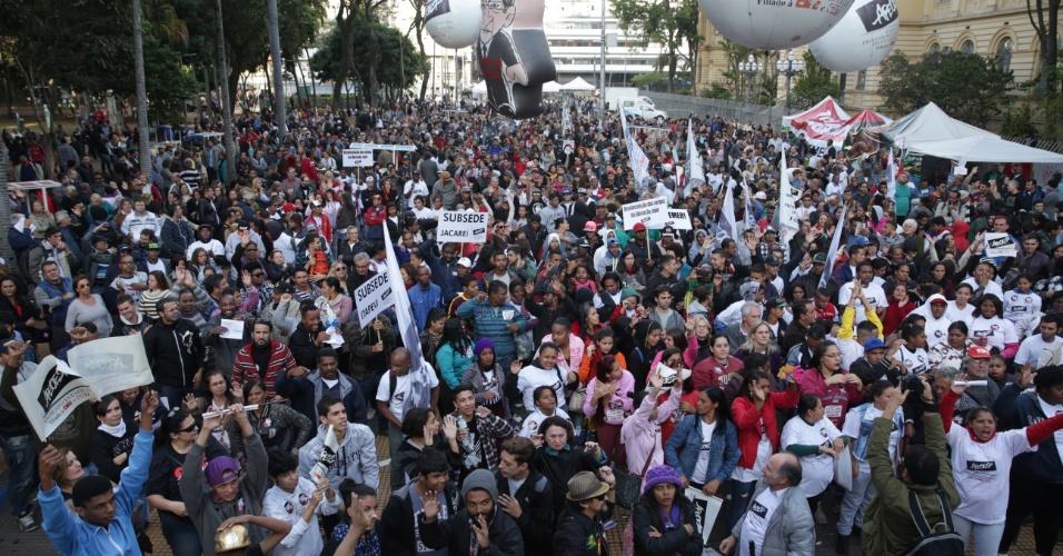 24.mai.2016 - Professores participam de ato na região central de São Paulo. O protesto foi organizado pela Apeoesp (Sindicato dos Professores de São Paulo) que pede reposição salarial da categoria